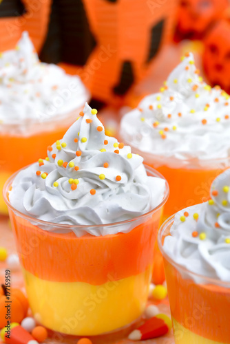 Foto op Aluminium Milkshake Halloween candy corn puddings for the party