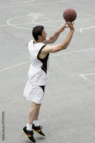 Fotobehang Basketbal playing basketball player