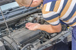 Regelmäßiger Ölwechsel zur Pflege des Motors