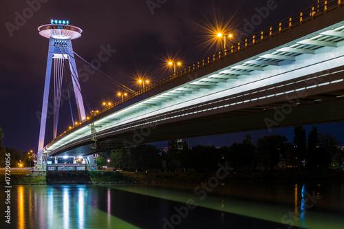 Fotobehang UFO Brücke des slowakischen Nationalaufstandes Most SNP an der Donau in Bratislava