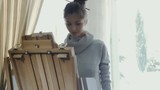 Beautiful young girl draws picture on the sketchbox - 177307582