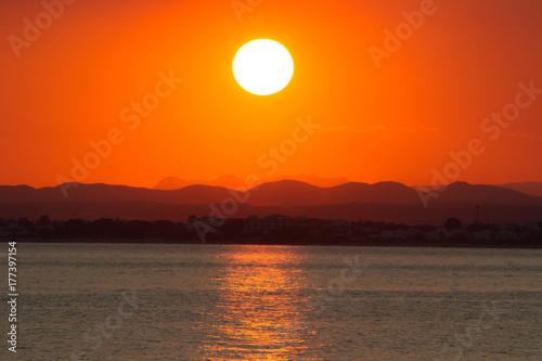 Papiers peints Orange eclat coucher de soleil
