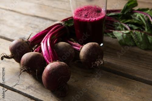 Foto op Plexiglas Sap Beetroot and beetroot juice on wooden table