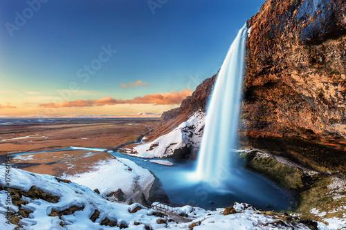 Piękny Seljalandsfoss w Iceland podczas zimy
