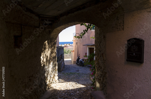 Poster Smal steegje Narrow lane typical of Italy