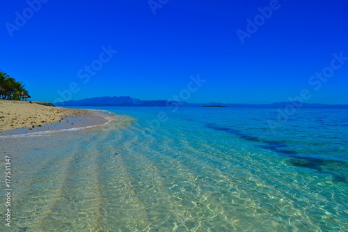 Aluminium Donkerblauw Secluded beach on a small island in Fiji