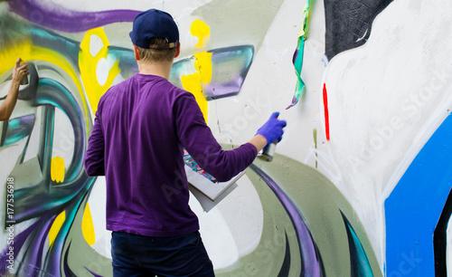 Graffiti on a fence. - 177536918