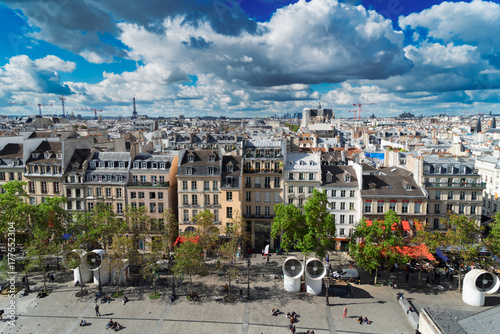 Papiers peints Paris Square of Georges Pompidou and cityscape of Paris France