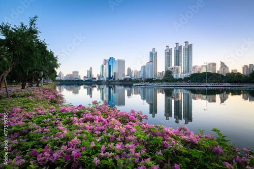 Foto op Plexiglas Bangkok Lake Amidst Bougainvilleas and Buildings At Benjakiti Park During Sunrise