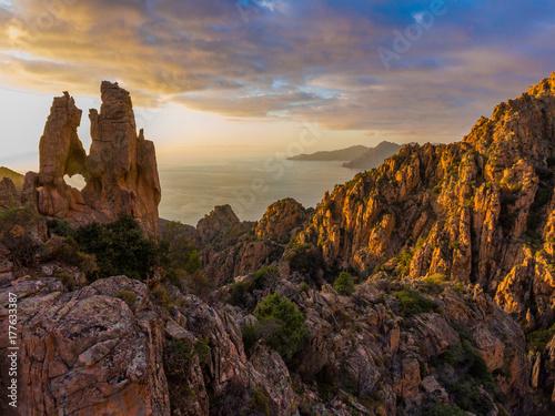 Foto op Plexiglas Beige Die Calanche an der Westküste von Korsika im Golf von Porto ist ein UNESCO Welterbe