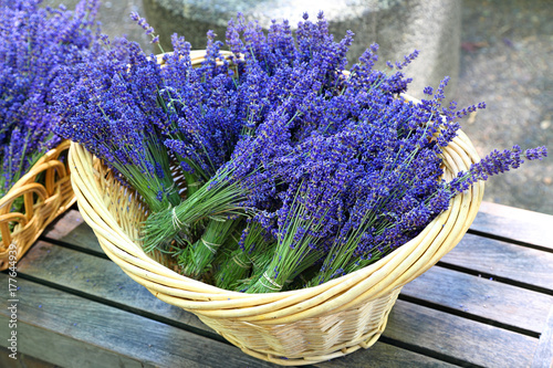 Papiers peints Lavande Lavender in basket