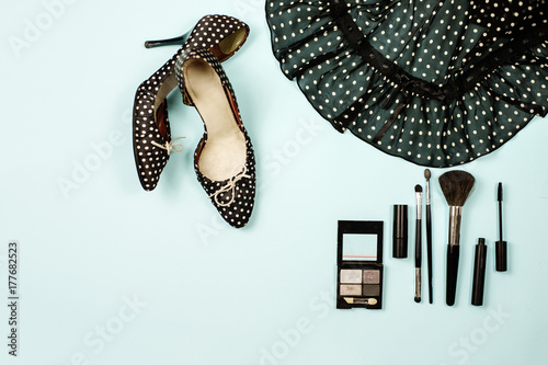 Póster Top view polka dot shoes with high heels and a skirt, make up kit with brushes