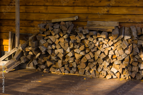 Foto op Plexiglas Brandhout textuur Chopped wood under a canopy in a village house