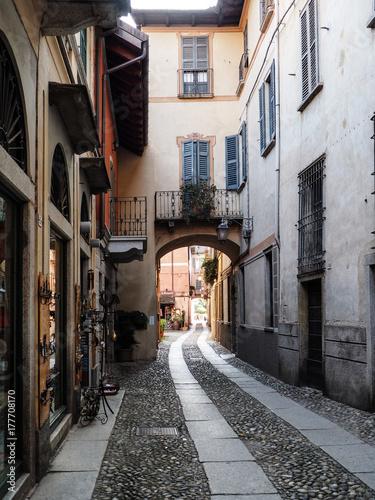 Poster Smal steegje Orta San Giulio,una strada del borgo piemontese