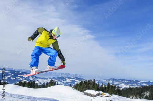 abheben mit dem Snowboard Poster