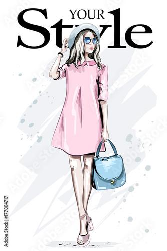 moda-kobieta-w-kapeluszu-i-okulary-przeciwsloneczne-recznie-rysowane-stylowa-kobieta-w-rozowej-sukience-piekna-mloda-dama-w-mod-ubraniach-naszkicowac
