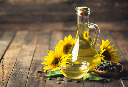 Fototapeta Sunflower oil and seeds