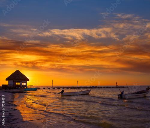 Foto op Aluminium Oude gebouw Holbox Island pier hut sunset beach in Mexico