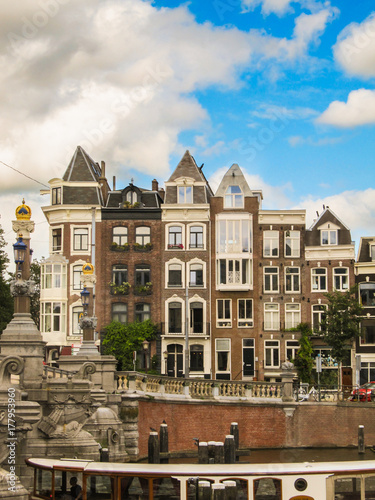 Foto op Plexiglas Amsterdam Typical historic houses in downtown Amsterdam, The Netherlands