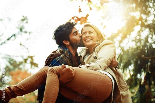Plakat Couple enjoying fall
