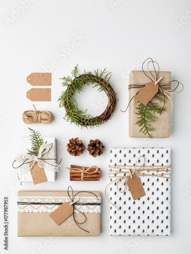 Foto Murales Handmade wrapped christmas gift boxes on white background. Top view, flat lay.