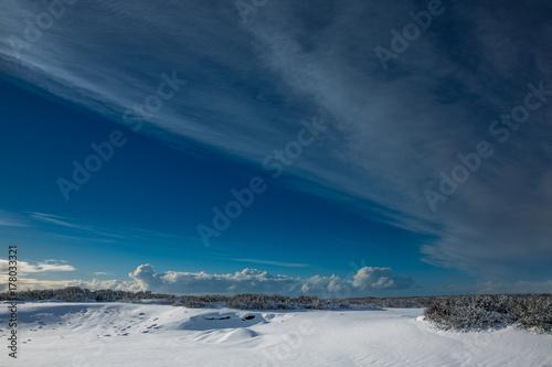 Papiers peints Bleu nuit Islands Landschaft im tiefsten Winter