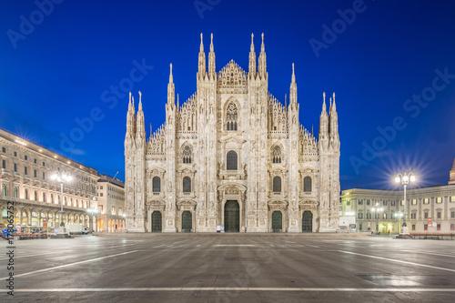 In de dag Milan Milan Cathedral at twilight in Milan, Italy