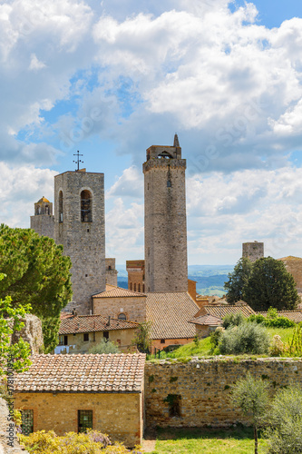 Fotobehang Vestingwerk Famous old tower in the city of San Gimignano in Italy