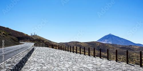 Foto op Canvas Canarische Eilanden Mountainous terrain overlooking Teide volcano and observatory