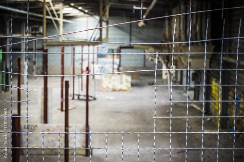 Fotobehang Gebouw in Puin .Hangar abandonné