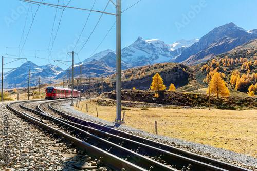 Papiers peints Voies ferrées Bernina Express - Svizzera - Salita verso il Passo Bernina