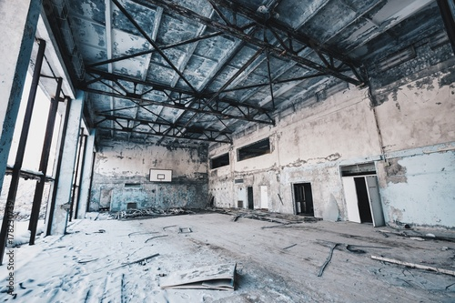 Fotobehang Gebouw in Puin Chernobyl Basketball Court