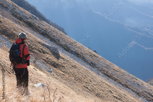 Deurstickers Toscane Man and the mountain #03