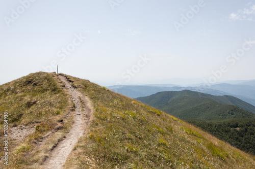 Deurstickers Toscane Mountain path