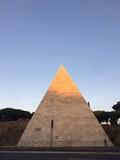 Roma la  piramide cestia  - 178353185
