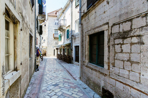 Poster Smal steegje Streets of Old town of Kotor