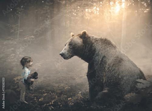 Foto Murales Little girl and bear