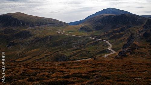 Foto op Plexiglas Chocoladebruin Road Through Mountains