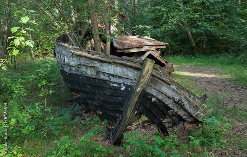 Fotobehang Schip Old broken wooden boat.