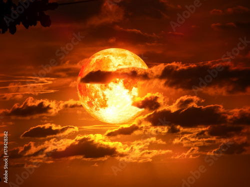 Foto op Plexiglas Bruin super moon on silhouette cloud in red sky