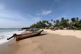 Boote am Strand von Trincomalee in Sri Lanka,  - 178572700