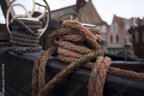 Fotobehang Schip Old Dutch ship in Leiden harbor