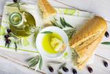 Aceite de oliva virgen extra especias hierbas y condimentos para una comida sana - 178577964