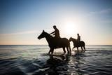 Caballos en la orilla - 178582736