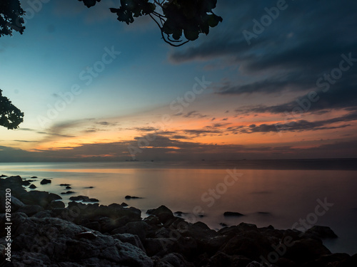 Fotobehang Groen blauw sunrise at the rock beach