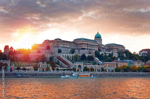 Papiers peints Budapest Buda Royal Castle in sunset, Budapest, Hungary