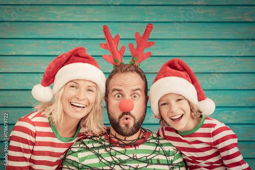 Papiers peints Kiev Happy family on Christmas eve
