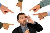 L'homme pointé du doigt - 178680350