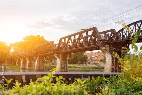 Papiers peints Voies ferrées railway bridge across the River Kwai