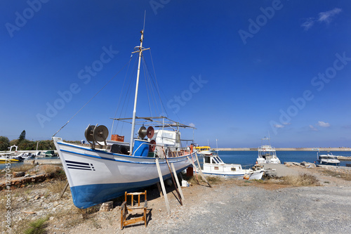 Fotobehang Schip Traditional fishing boat on dry land